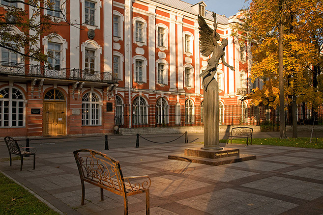 monument-to-students-and-professors-of-st-petersburg-state-university.jpg